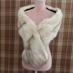 fur collar in faux fur